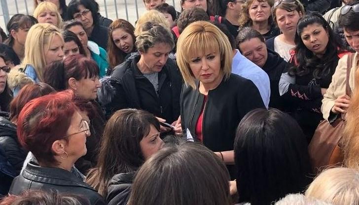 Защо Мая Манолова е до всички?