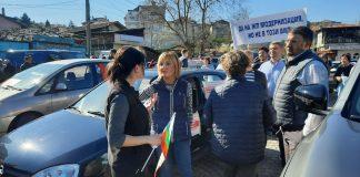 Манолова на протеста на Владая и Княжево: Транспортният министър да дойде спешно в парламента за ЖП трасето