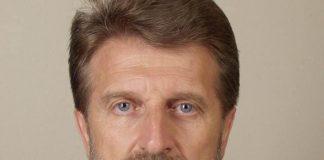 """Дипломат от кариерата води листата на ПП МИР в 24-ти избирателен район Дипломатът от структурите на Министерството на външните работи Венцислав Иванов е водач на листата на кандидати за народни представители за предстоящите парламентарни избори на ПП МИР за 24-ти избирателен район в София. Той е с над 40-годишен опит в сферата на международните отношения и сигурността. """"Включих се без колебание, когато бях поканен от ръководството на МИР и се запознах с програмата й, с Етичния й кодекс и с нейните представители. Освен че изповядват една осъвременена социалдемократическа идея, която никак не ми е чужда, тези млади хора са поставили в основата на своята партия морала, честта и етиката! Това е нещо голямо, особено когато е истинско"""", заяви Венцислав Иванов. Той е ръководил посолствата на България в Хелзинки, Пном Пен, Бразилия, Каракас и Пхенян. Работил е и в Мисията на ОССЕ в Босна и Херцеговина. Бил е и участник и ръководител на български делегации на редица срещи по линия на ООН, ЕС, Съвета на Европа, ОССЕ и други международни организации. Натрупал е значителен опит в сферата на международните отношения и сигурността. """" Просто почувствах у тези млади хора, искрено желание да се впрегнат и да правят нещо добро за бъдещето на България. И то реално! И го вярват искрено, а не се водят от реваншистки, или чисто властови амбиции като много други и не са площадни кресльовци. Те вярват в своя експертен потенциал, всеки на своето място"""", допълни още експертът по международни отношения. """"На базата на относително богатия ми международен опит и възможност да сравнявам, съм се убедил, че една сериозна причина у нас нещата да не вървят, е защото повечето """"жабчета търсят нечий чужд гьол"""", който им изглежда по-привлекателен от собствения. За разлика от """"жабчетата"""" в много други държави, които ние наричаме нормални"""", коментира още Венцислав Иванов. Венцислав Иванов е преминал през всички дипломатически рангове от """"стажант-аташе"""" до посланик, като е заемал и редица отговорни длъжност"""