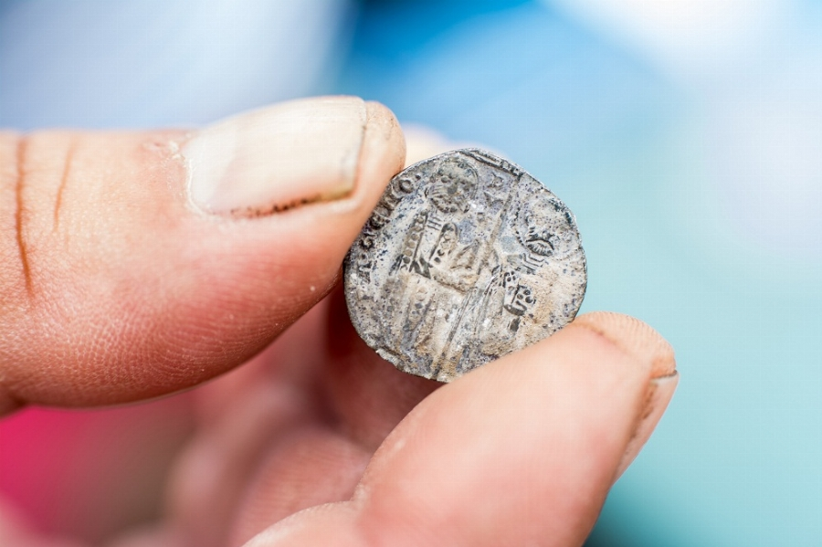 Венециански монети с образа на Иисус Христос на трон откриха бургаски археолози